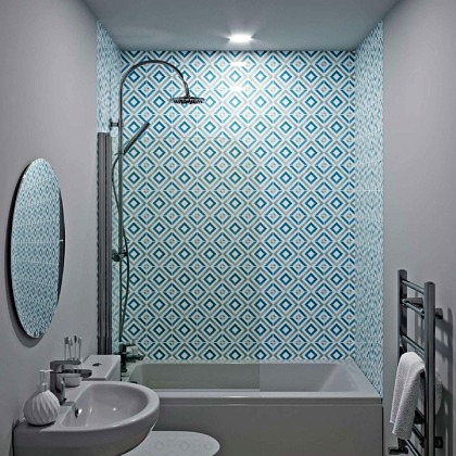Diamond Acrylic Showerwall in a bathroom