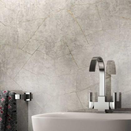 Silver Slate Showerwall used in a bathroom.